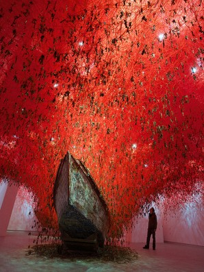 The Key in the Hand, 2015 Installation: old keys, old wooden boats, red wool Japan Pavilion, 56th International Art Exhibition— La Biennale di Venezia, Venice, Italy Photo by Sunhi Mang © ARS, New York, 2020 and the artist